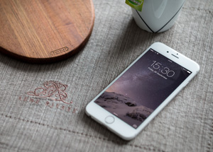 iPhone-6-Photography-MockUp-300
